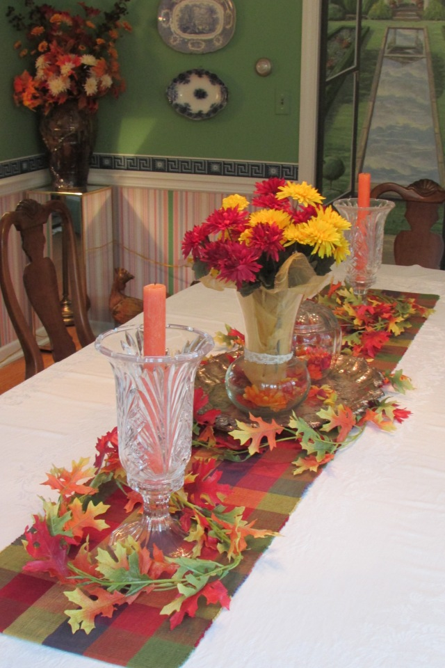 Autumn colors add warmth to the Dining Room