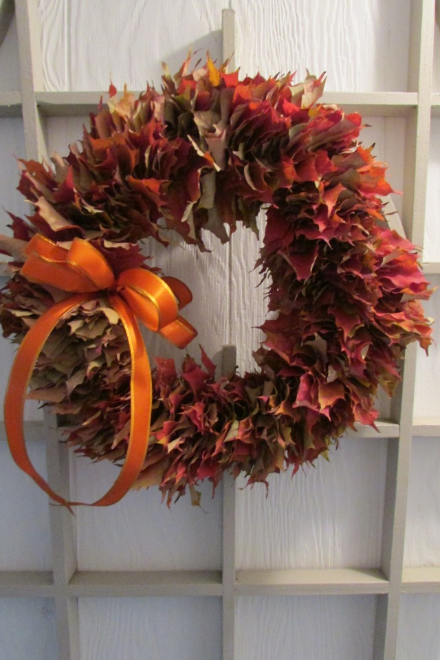 It's EASY to make a Leaf Wreath of Fallen Leaves.