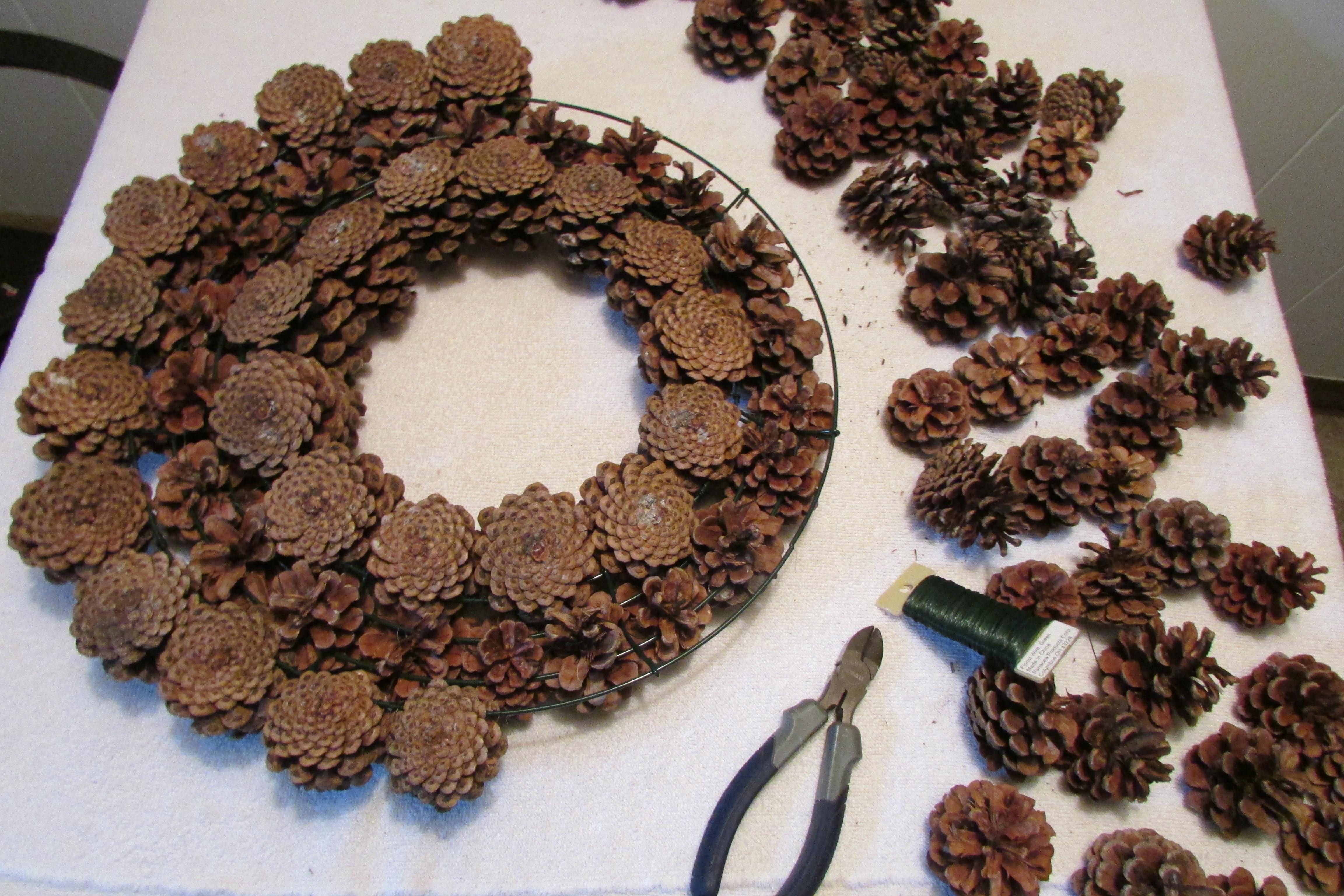 How To Make A Pine Cone Christmas Wreath