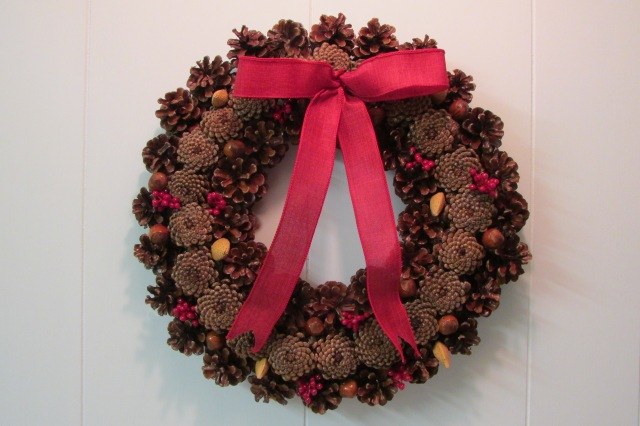 Step-by-Step instructions on How-to Make a Pine Cone Wreath.