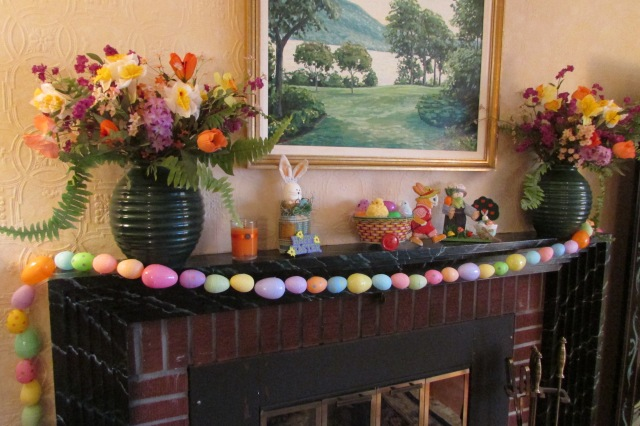 An easy to do project for kids, Making an Easter Egg garland.