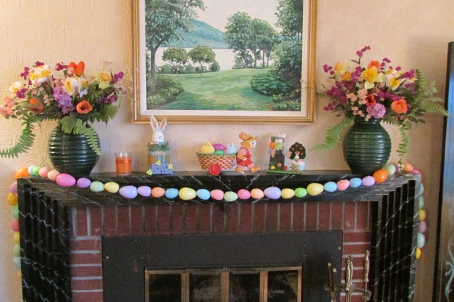 Step-by-Step instructions for making an Easter Egg garland with plastic Easter Eggs.