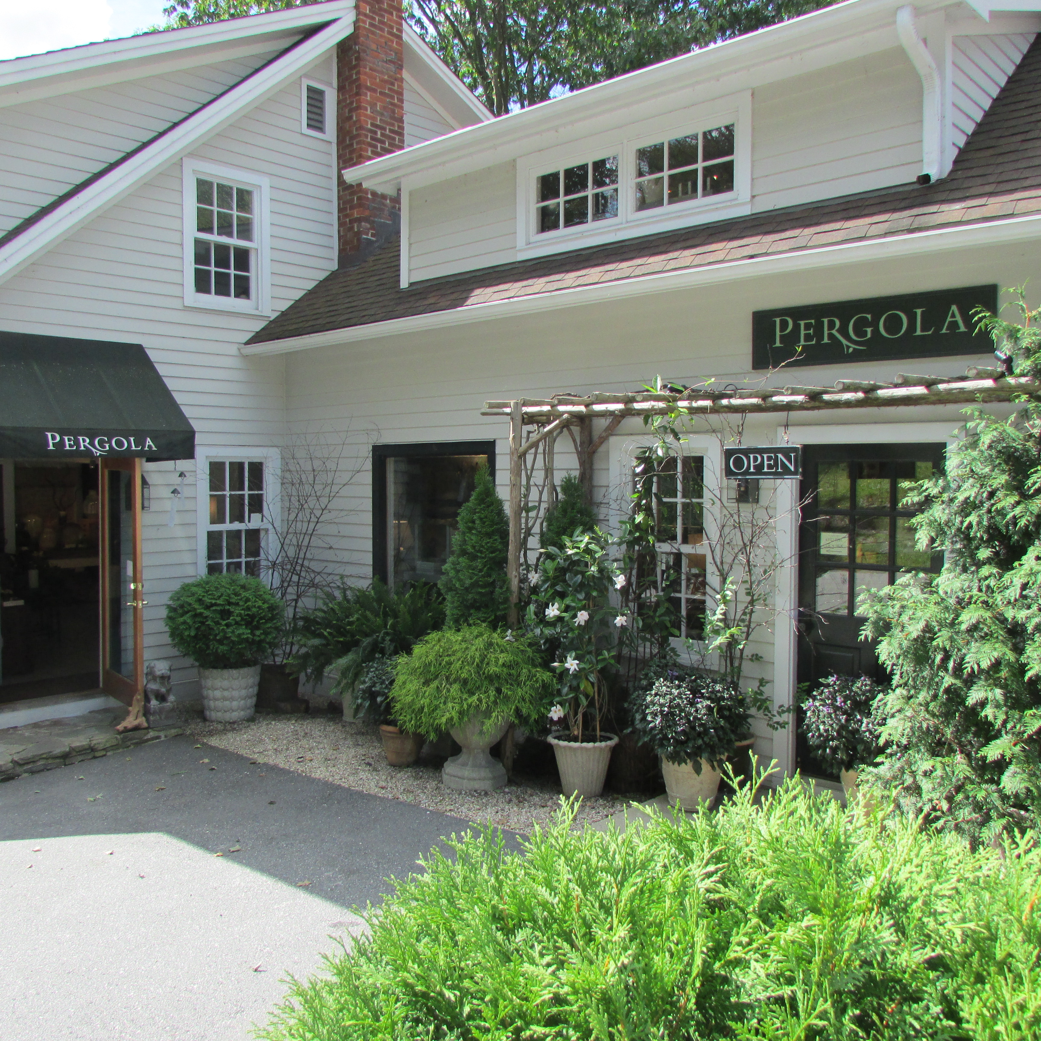 Home On Gardent Ct: Shopping The Upscale Stores In New Preston, Connecticut